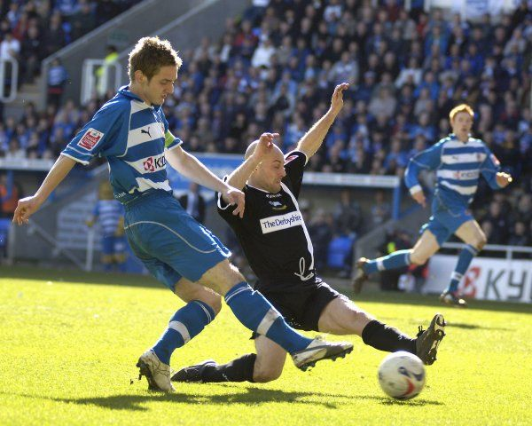 Kevin Doyle goes for goal in Readings 5-0 defeat of Derby County