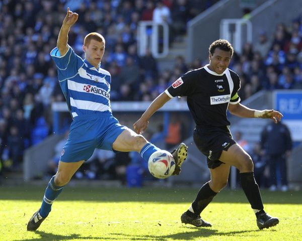 Steve Sidwell stretches to control the ball in Readings 5-0 win over Derby County