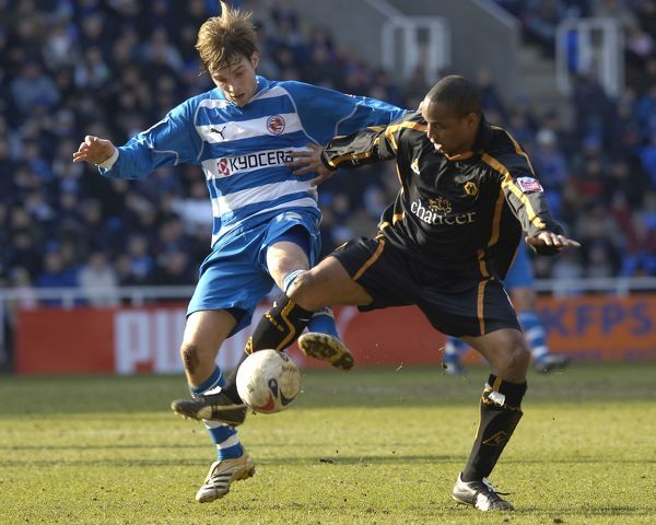 Bobby Convey challenges Paul Ince in the 1-1 draw at the Madejski Stadium