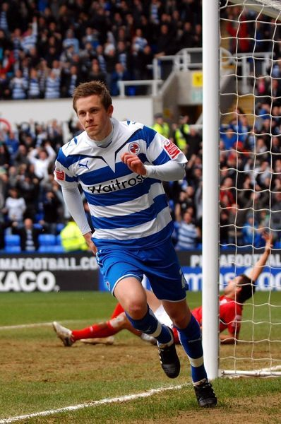 Reading's Gylfi Sigurdsson celebrates scoring the opening goal