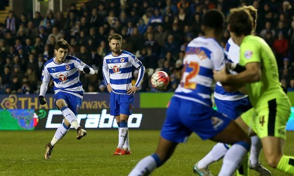 Reading's Lucas Piazon scores his side's first goal from a free-kick