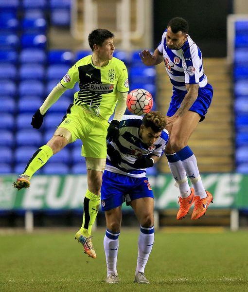Huddersfield Town's Joe Lolley (left) in action with Reading's Danny Williams (centre) and Anton Ferdinand