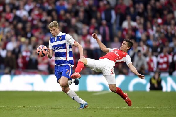 Reading's Pavel Pogrebnyak (left) and Arsenal's Gabriel Paulista battle for the ball during the FA Cup Semi Final match at Wembley Stadium, London. PRESS ASSOCIATION Photo. Picture date: Saturday April 18, 2015. See PA story SOCCER Reading