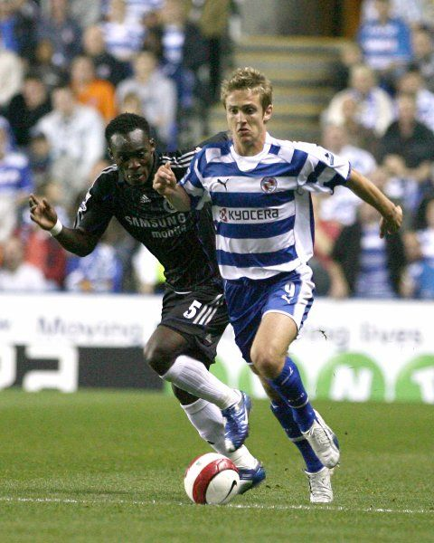 Kevin Doyle outpaces Chelsea's Michael Essien in the tense 1-0 defeat at the Madejski