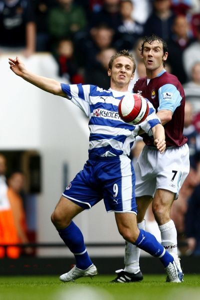 Kevin Doyle shields the ball from Christian Dailly during the Barclays Premiership match between West Ham United and Reading FC at Upton Park on October 1, 2006 in London, England. (Photo by Richard Claypole)
