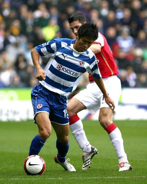 Soel Ki-Hyeon challenged by Arsenal's Robin Van Persie