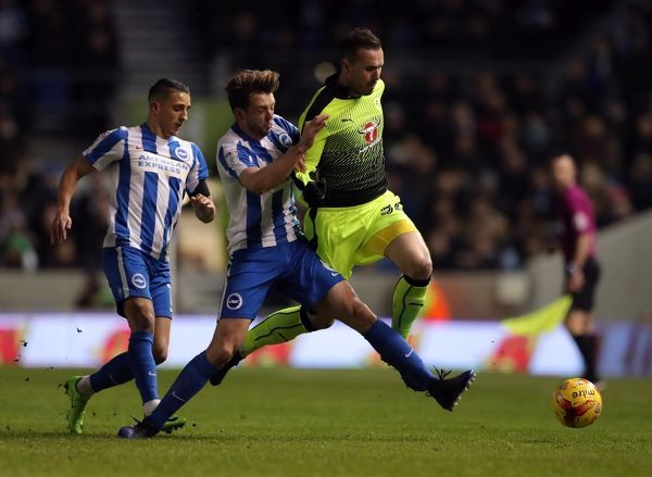 Reading's Jordon Mutch (right) is tackled by Brighton and Hove Albion's Dale Stephens during the Sky Bet Championship match at the AMEX Stadium, Brighton
