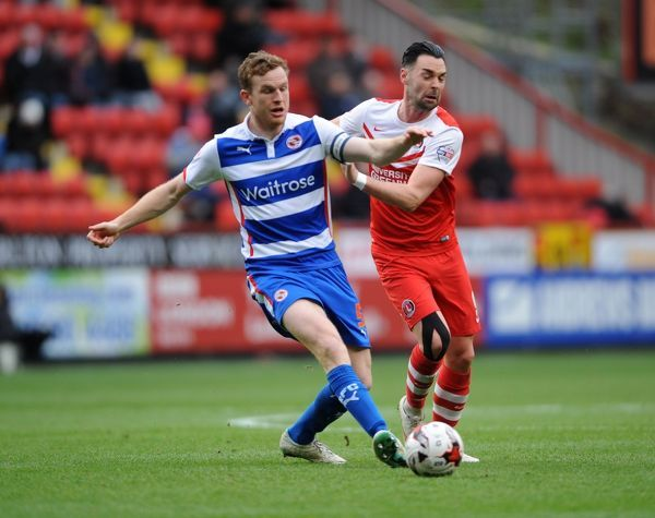 Reading's Alex Pearce (left) battles with Charlton Athletic's Morgan Fox