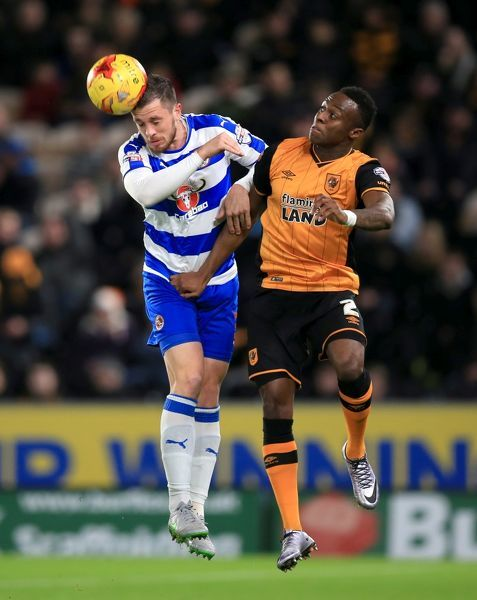 Reading's Andrew Taylor (left) and Hull City's Moses Odubajo battle for the ball in the air