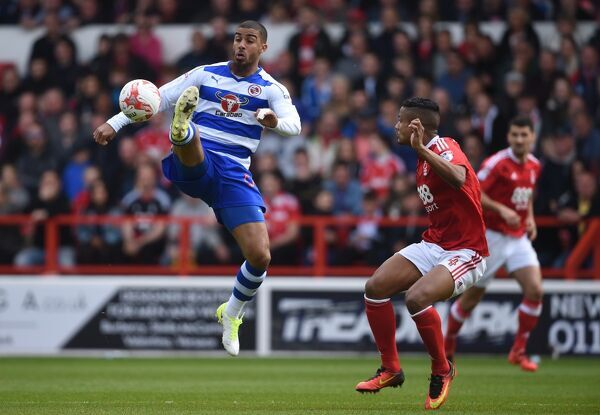 Reading's Lewis Grabban (left) controls the ball under pressure from Nottingham Forest's Michael Mancienne