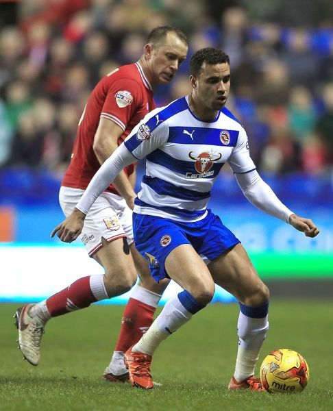 Reading's Hal Robson-Kanu (right) and Bristol City's Aaron Wilbraham in action