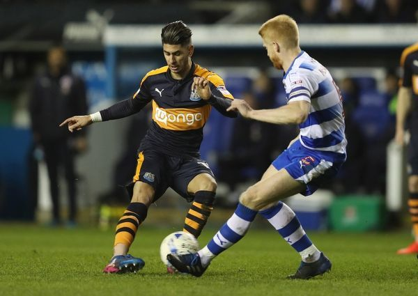 Newcastle United's Ayoze Perez is challenged by Reading's Paul McShane during the Sky Bet Championship match at the Madejski Stadium, Reading