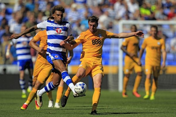 Reading's Daniel Williams (left) and Preston North End's Paul Huntington battle for the ball
