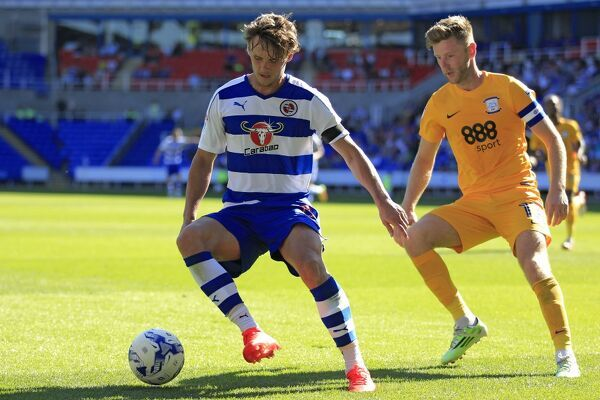 Reading's John Swift (left) and Preston North End's Paul Gallagher battle for the ball