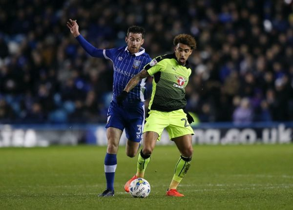 Sheffield Wednesday's David Jones (left) and Reading's Daniel Williams battle for the ball during the Sky Bet Championship match at Hillsborough, Sheffield