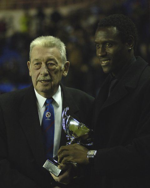 Ibrahima Sonko receiving his award as Player of the Year 2005