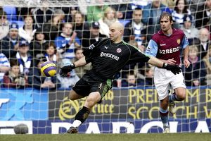 Marcus Hahnemann clears his lines
