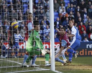 Steve Sidwell heads in after 16 mintues to make it 1-0 against Aston Villa.